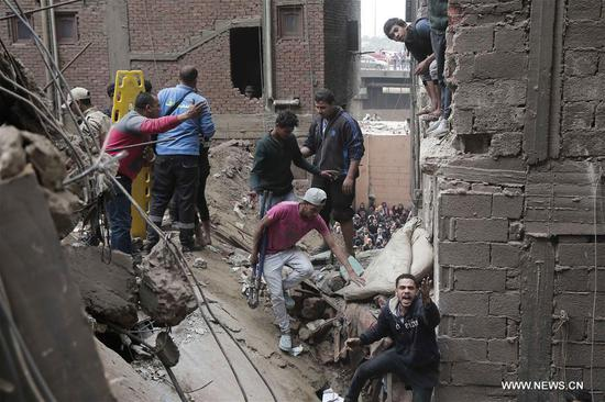 Rescuers search for survivors at a building collapse site in Manshiyet Nasser area of Cairo, Egypt, on Feb. 22, 2018. A three-year-old child died and 16 people were injured in the collapse of a four-storey building in Cairo's Manshiyet Nasser area earlier today, according to ahramonline. (Xinhua)