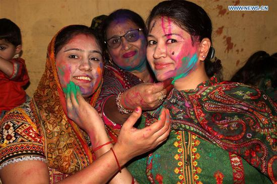 Pakistani Hindus paint color to each other's faces to celebrate the Holi Festival in Lahore, Pakistan, on March 1, 2018. Holi Festival, also known as Spring Festival of Colors, usually falls in the later part of February or March, and it is celebrated by Hindu residents around the world by throwing colored powder, or gulal at each other. (Xinhua/Imran Ali)