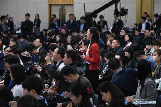 A journalist asks questions at a press conference on innovation and improvement of macro-economic control and promotion of high quality development during the first session of the 13th National People's Congress in Beijing, capital of China, March 6, 2018. (Xinhua/Wang Jianhua)