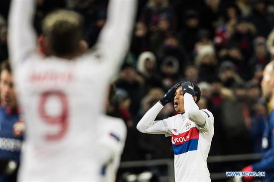 Kenny Tete (R) of Lyon reacts during the UEFA Europa League round of 16 first leg match between Russia's CSKA and France's Lyon, in Moscow, Russia, March 8, 2018. Lyon won 1-0. (Xinhua/Wu Zhuang)