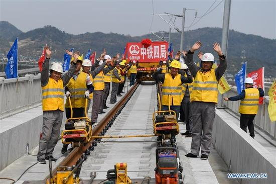 Railway construction workers celebrate as they complete laying the tracks for the Hangzhou-Huangshan high-speed line in Hangzhou, east China's Zhejiang Province, March 12, 2018. The Hangzhou-Huangshan high-speed line is scheduled to open in 2018. (Xinhua/Huang Zongzhi)