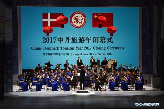 Artists from China perform during the closing ceremony of the 2017 China-Denmark Tourism Year in Copenhagen, Denmark, Dec. 5, 2017. The 2017 China-Denmark Tourism Year wrapped up with a gala closing ceremony in the Danish capital city of Copenhagen on Tuesday. (Xinhua/Wu Bo)