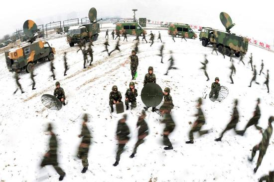 People's Liberation Army personnel across the nation began military training on the land, water and in the air starting on Wednesday. President Xi Jinping, also chairman of the Central Military Commission, urged the military to continue to improve its combat-ready training so it will be able to win modern wars. The photo is taken on Jan. 4, 2018. (Photo/Xinhua)