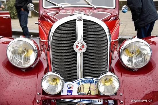 Photo taken on Jan. 7, 2018 shows a vintage car in Paris, France. Hundreds of vintage cars, racing cars, jeeps, buses, motorcycles and bikes participated on Sunday in the 18th Paris Crossing of Classic Cars. (Xinhua/Chen Yichen)