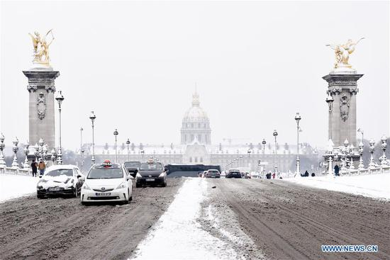 Photo taken on Feb. 7, 2018 shows the Invalides in Paris, France. A snap cold and intensified snowfall hit Paris and its surrounding areas.(Xinhua/Chen Yichen)