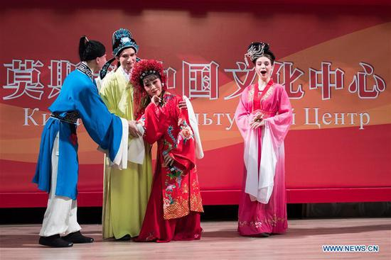 Artists show poses of Yuju Opera to Russian audience at China Cultural Center in Moscow, Russia, on March 5, 2018. Artists from China's Henan Yuju Opera Theater presented performances here on Monday. (Xinhua/Wu Zhuang)