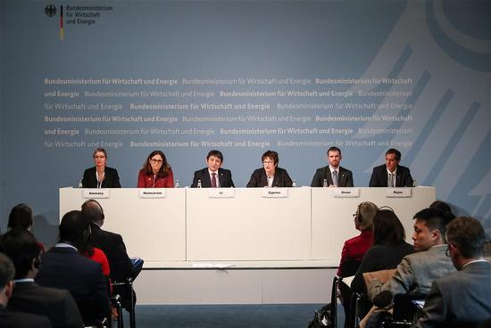 Li Chenggang (3rd L, Rear), Assistant Commerce Minister of China, speaks during a press conference following the ministerial meeting of Global Forum on Steel Excess Capacity in Berlin, Germany, on Nov. 30, 2017. China called for more global cooperation in addressing the steel overcapacity across the world at the Ministerial meeting of Global Forum on Steel Excess Capacity held here on Thursday. (Xinhua/Shan Yuqi)