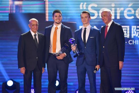 Italy's Giorgio Minisini (2nd L) and Russia's Aleksandr Maltsev (2nd R) pose after receiving the trophies of FINA Best Male Artistic Swimmer 2017 during the FINA World Aquatics Gala in Sanya, south China's Hainan Province, Dec. 2, 2017. (Xinhua/Guo Cheng)