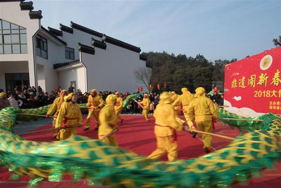 Actors perform dragon dance in Dazhu Village, Xiaofeng Township, Anji County of east China's Zhejiang Province, Feb. 8, 2018, the day of Xiaonian. Xiaonian falls on the 23rd or 24th day of the last month of the Chinese traditional lunar calendar, marking the start of the countdown to Spring Festival. A total of 36 cultural performances will be put onto stage in the county. (Xinhua/Weng Xinyang)