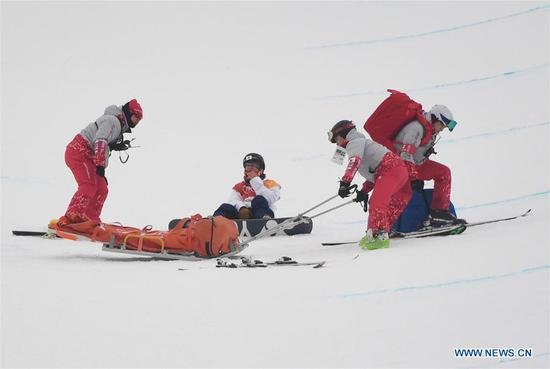 Yuto Totsuka (2nd L) of Japan is assisted by medical staff after a crash during men's halfpipe finals of snowboard at 2018 PyeongChang Winter Olympic Games at Phoenix Snow Park, in PyeongChang, South Korea, Feb. 14, 2018. (Xinhua/Lui Siu Wai)