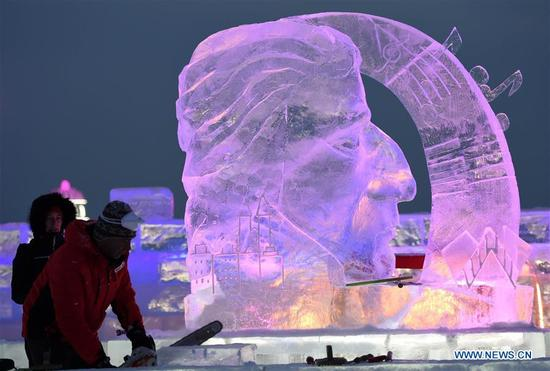 Contestant carve ice sculptures on the second day of the 32nd Harbin international ice sculpture competition at Harbin Ice-Snow World in Harbin, northeast China's Heilongjiang Province, Jan. 7, 2018. (Xinhua/Wang Jianwei)