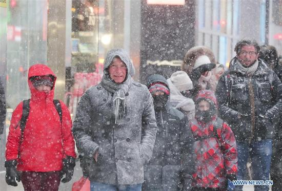 People walk in a snow storm in New York, the United States, Jan. 4, 2018. New York State Governor Andrew Cuomo has declared state of emergency for the entire downstate region on Thursday as a snow storm continued to pound the U.S. East Coast. (Xinhua/Wang Ying)