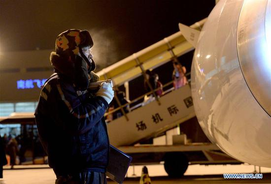 A technician examines the appearance of an airplane in Harbin, northeast China's Heilongjiang Province, Feb. 10, 2018. About 50 technicians of Heilongjiang branch of China Southern Airlines are responsible for checking and maintaining airplanes to better cope with the upcoming Spring Festival travel rush. (Xinhua/Wang Kai)