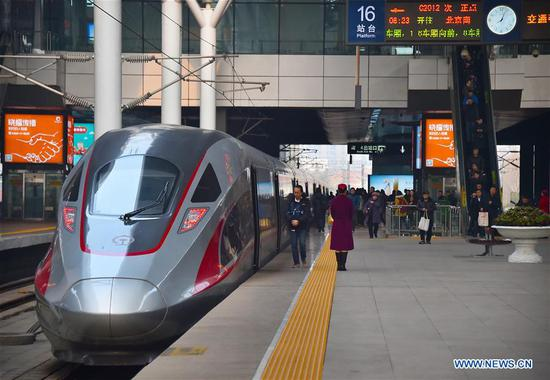 Passengers board a high-speed train train at Tianjin Railway Station in north China's Tianjin, March 12, 2018. China's 2018 Spring Festival travel season came to an end on Monday. The period, also known as