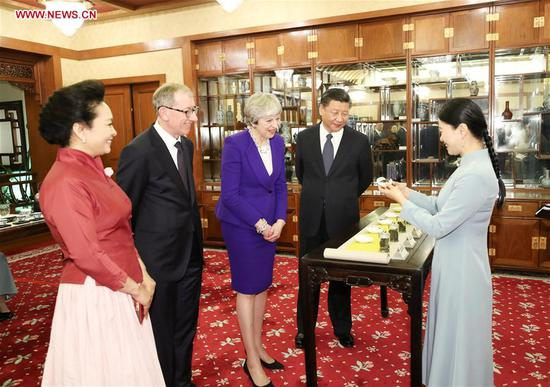 Chinese President Xi Jinping (second from right) and his wife Peng Liyuan (first from left) and visiting British Prime Minister Theresa May and her husband Philip May, have an afternoon tea in Beijing, capital of China, Feb. 1, 2018. Photo: Xinhua