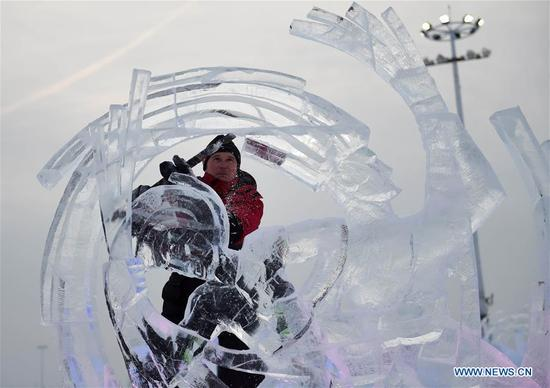 A contestant carves ice sculptures on the second day of the 32nd Harbin international ice sculpture competition at Harbin Ice-Snow World in Harbin, northeast China's Heilongjiang Province, Jan. 7, 2018. (Xinhua/Wang Jianwei)