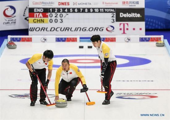 China's Liu Rui (C) casts stone during an Olympic Qualification match of curling for 2018 Winter Olympics in Pyeongchang between men's teams from China and Italy, in Pilsen, the Czech Republic, on Dec. 6, 2017. China won 10-5. (Xinhua/Shan Yuqi)