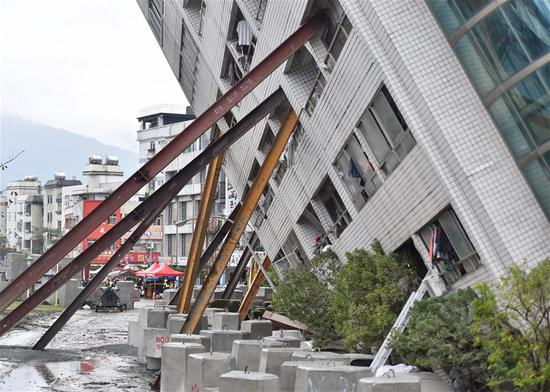 Photo taken on Feb. 8, 2018 shows the damaged Yun Men Tusi Ti building in Hualien, southeast China's Taiwan. Four tourists from the mainland had been confirmed dead as of Thursday morning after a magnitude-6.5 earthquake hit Taiwan's Hualien County. Rescuers said five other mainland tourists are still trapped in the damaged Yun Men Tusi Ti building, including four adults and one child. (Xinhua/Yue Yuewei)