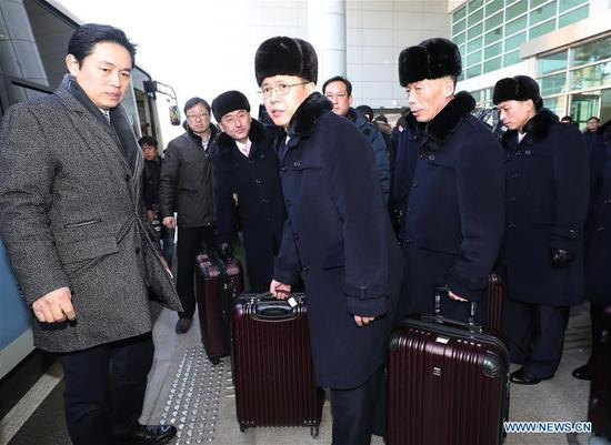 Members of an advance group of the Democratic People's Republic of Korea (DPRK) performance squad, who will perform at the PyeongChang 2018 Winter Olympic Games, arrive in Paju, South Korea, on Feb. 5, 2018. (Xinhua/Newsis)