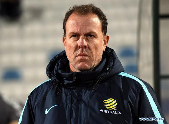 Alen Stajcic, head coach of Australia looks on during the Group A last round match between China and Australia at the 2018 Algarve Cup women's soccer tournament in Albufeira, Portugal, March 5, 2018. Australia won 2-0.(Xinhua/Zhang Yadong)