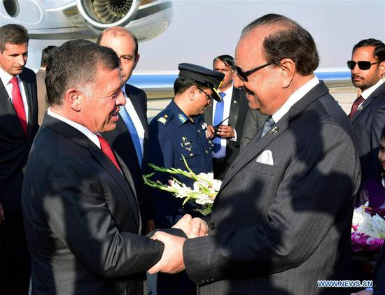 Photo released by Press Information Department (PID) on Feb. 8, 2018 shows that Pakistani President Mamnoon Hussain (R, front) welcomes Jordan's King Abdullah II (L, front) in Islamabad, capital of Pakistan. Jordan's King Abdullah II arrived in Pakistan on Thursday on a two-day state visit for talks on bilateral relations, officials said. (Xinhua)