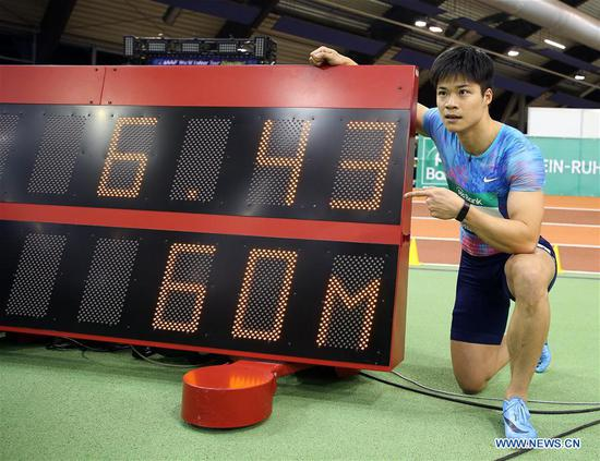 Su Bingtian of China poses with the timer screen after the Men's 60m final of the 2018 IAAF World Indoor Tour in Dusseldorf, Germany, on Feb. 6, 2018. Su Bingtian won the gold with 6.43 seconds. (Xinhua/Luo Huanhuan)