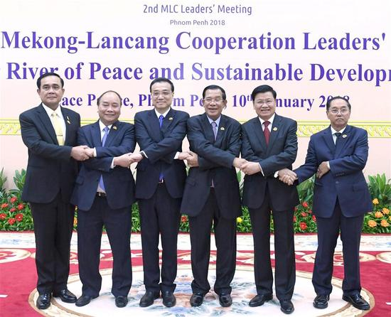 Chinese Premier Li Keqiang (3rd L) attends the second Lancang-Mekong Cooperation (LMC) leaders' meeting in Phnom Penh, Cambodia, Jan. 10, 2018. Cambodian Prime Minister Samdech Techo Hun Sen and Li Keqiang co-chaired the meeting, which also brought together Lao Prime Minister Thongloun Sisoulith, Thai Prime Minister Prayut Chan-o-cha, Vietnamese Prime Minister Nguyen Xuan Phuc and Myanmar Vice President U Myint Swe. (Xinhua/Zhang Duo)