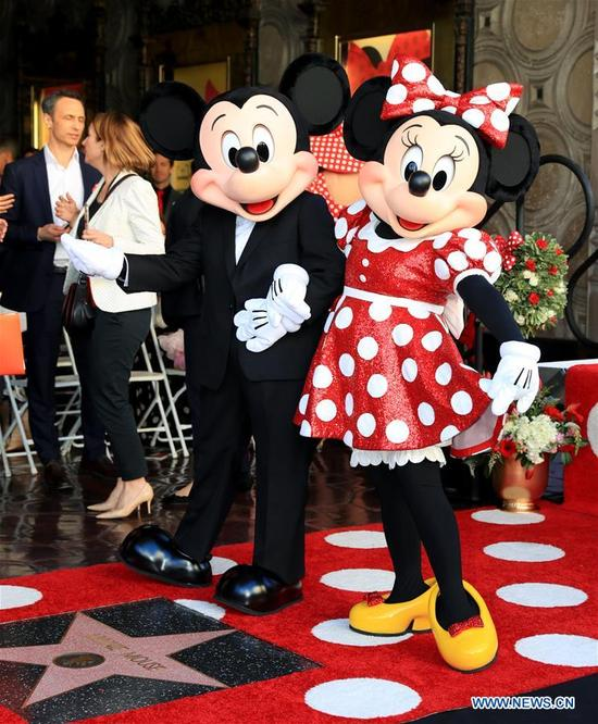 Disney character Minnie Mouse (R) and Mickey Mouse attend a star honoring ceremony on the Hollywood Walk of Fame in Los Angeles, the United States, Jan. 22, 2018. Minnie Mouse was honored with a star on the Hollywood Walk of Fame on Monday. (Xinhua/Li Ying)