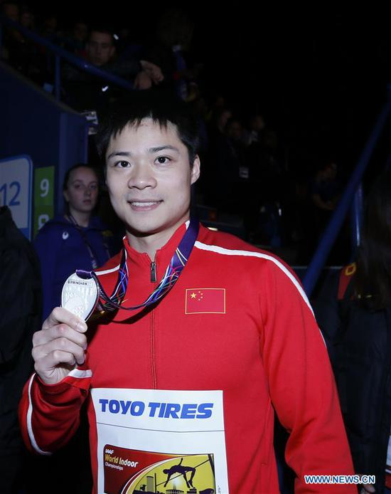 Silver medalist Su Bingtian of China shows his medal during the medal ceremony for the men's 60m of the IAAF World Indoor Championships at Arena Birmingham in Birmingham, Britain on March 4, 2018. (Xinhua/Han Yan)