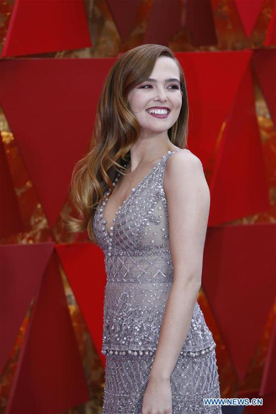 U.S. actress Zoey Deutch arrives for the red carpet of the 90th Academy Awards at the Dolby Theater in Los Angeles, the United States, on March 4, 2018. (Xinhua/Li Ying)