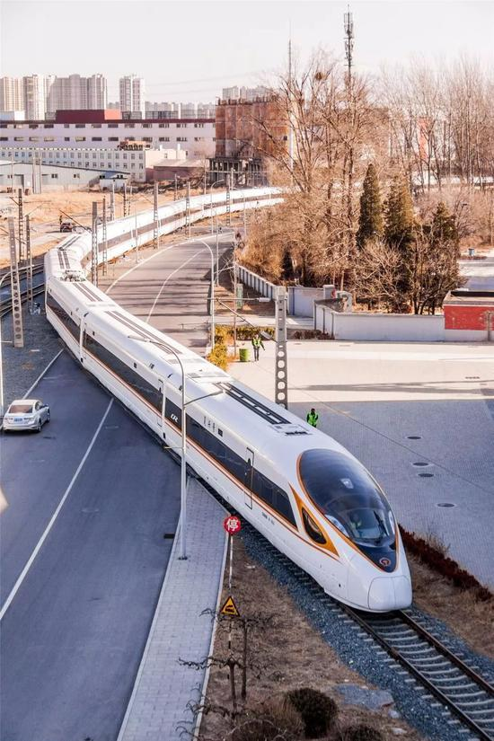 New longer Fuxing bullet train being tested in China