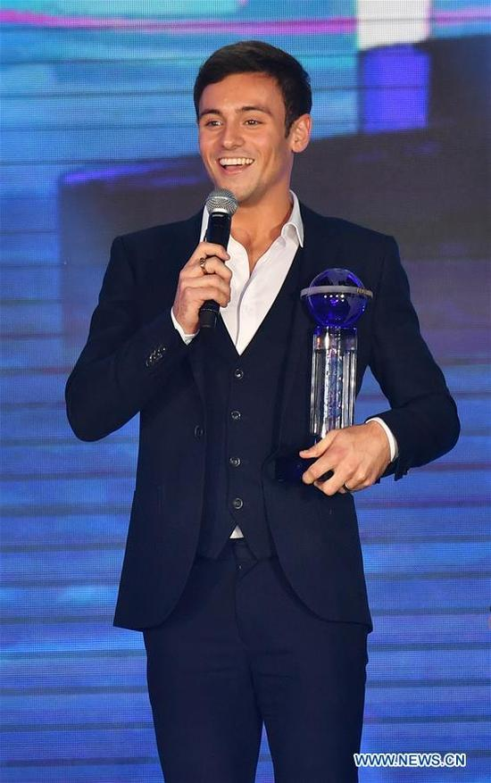 Thomas Daley of Britain gives a speech after receiving the trophy of FINA Best Male Diver 2017 during the FINA World Aquatics Gala in Sanya, south China's Hainan Province, Dec. 2, 2017. (Xinhua/Guo Cheng)