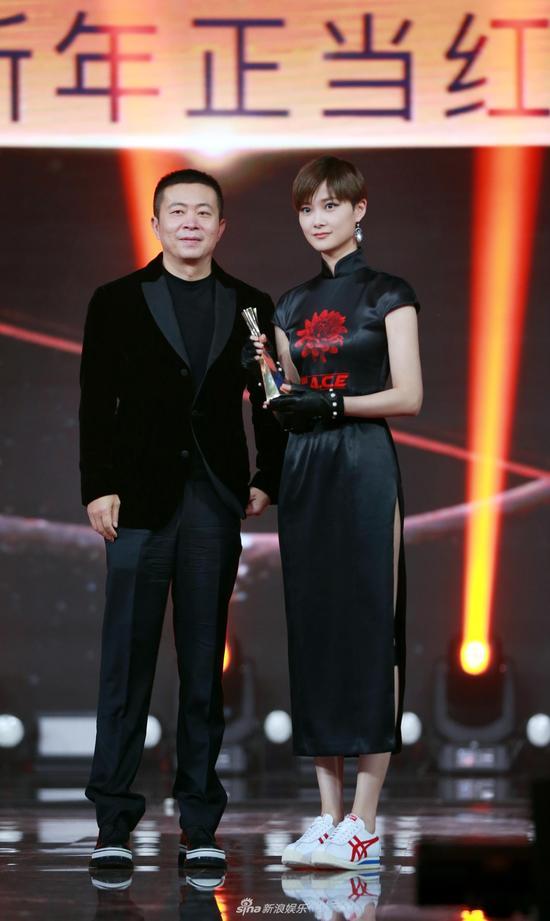 Li Yuchun won International Influential Artist of the Year at 2017 Weibo Award Ceremony, Beijing, Jan. 18, 2018. (Photo/Sina)