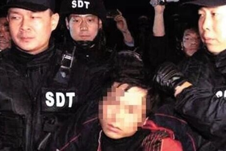 Smugglers caught with 183 drug packets in stomachs