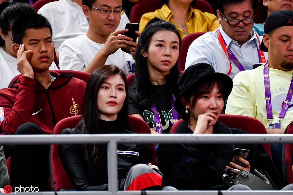 组图:2019男篮世界杯决赛 何穗杨子姗赖冠霖现场观战