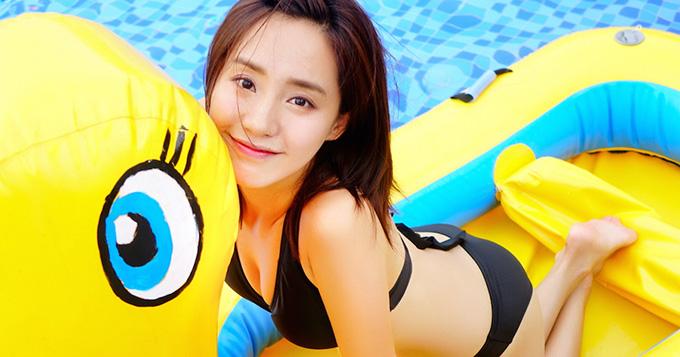 性感又可爱!王智泳装写真秀火辣身材