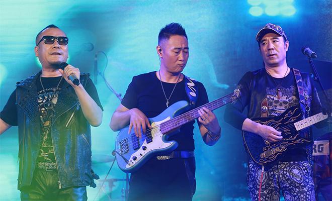 零点乐队举行专辑发布会 邀歌迷K歌涮火锅