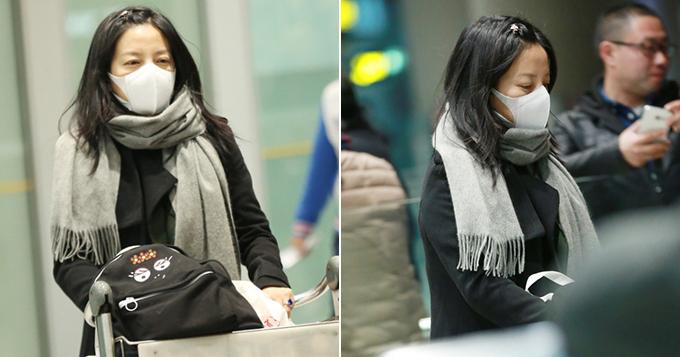 赵薇口罩遮素颜 自推行李一脸疲惫图片