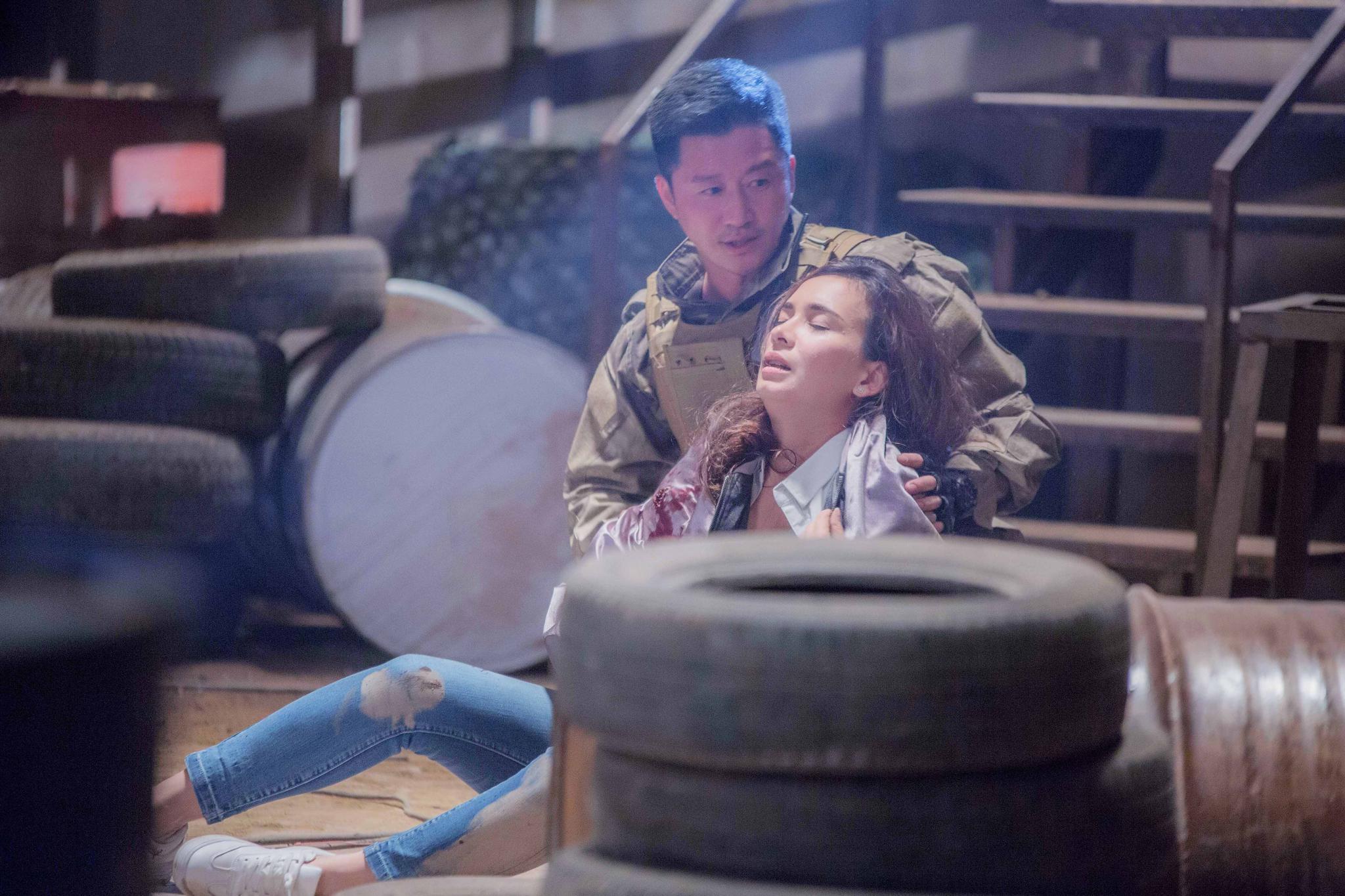 吴京卢靖姗上演《战狼故事》