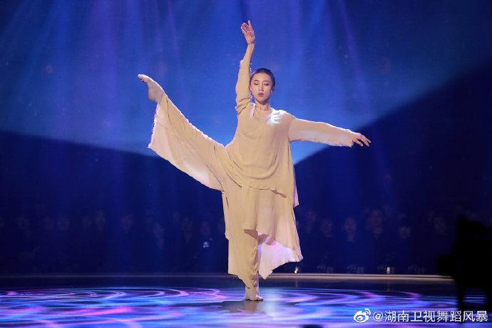 舞蹈风暴2收官 张艺兴邀冠军谢欣做染色体老师