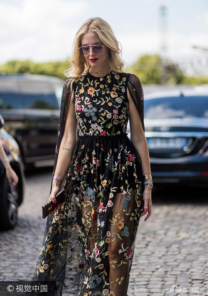 跟浅口高跟鞋.PARIS, FRANCE - JULY 03: Chiara Ferragni wearing