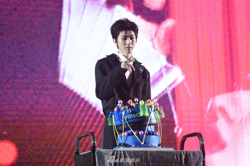 新浪娱乐讯 8月2日是蔡徐坤的生日,他的新歌发布会也在这天举办,