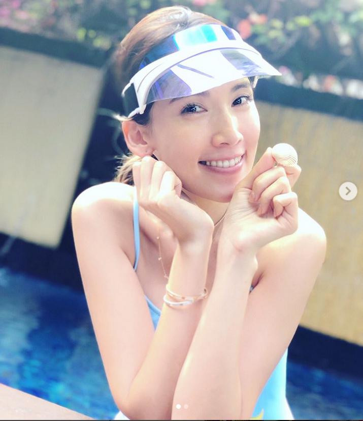 林志颖娇妻陈若儀晒养眼泳装照 嫩肌白皙美腿修长身材姣好
