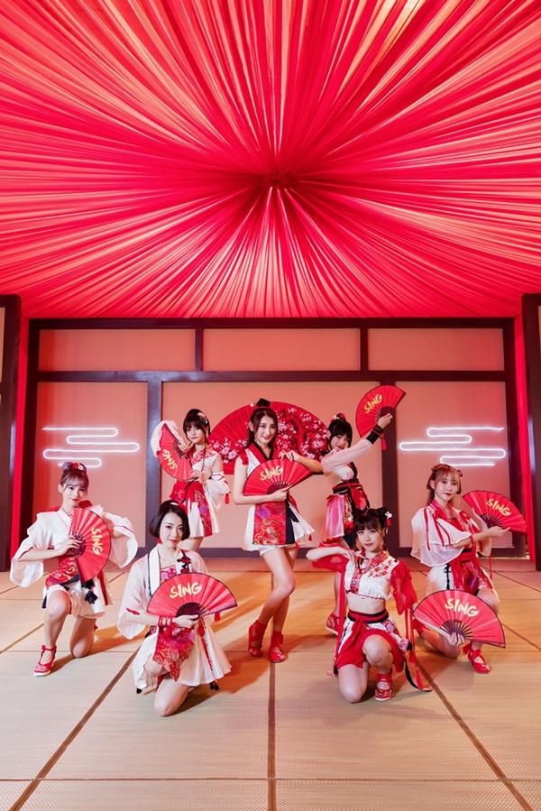 SING女团曝《寄明月》MV 古典造型热跳动感舞蹈
