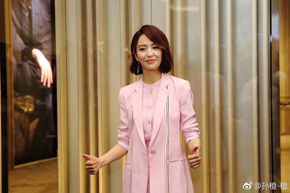 佟丽娅粉色西装 服饰潮流 图2