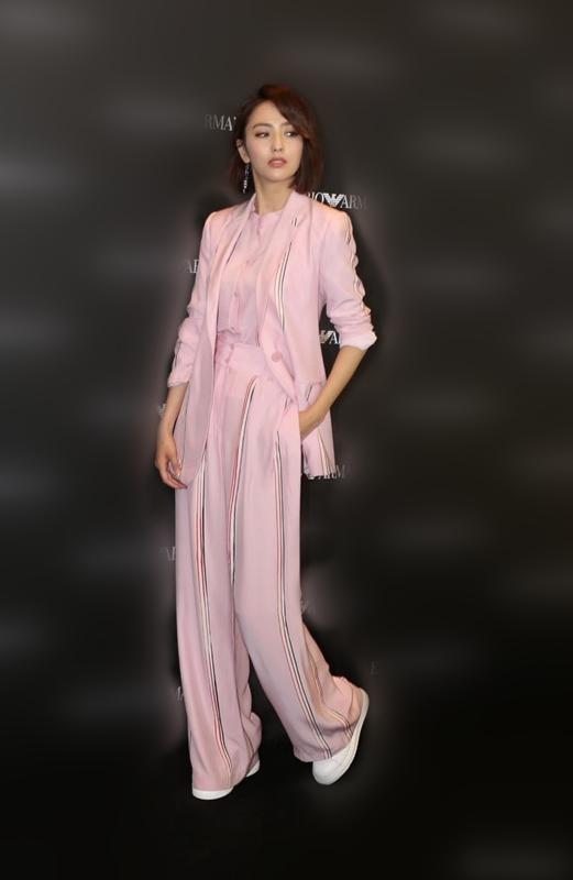 佟丽娅粉色西装 服饰潮流 图3