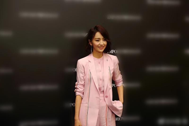 佟丽娅粉色西装 服饰潮流 图7