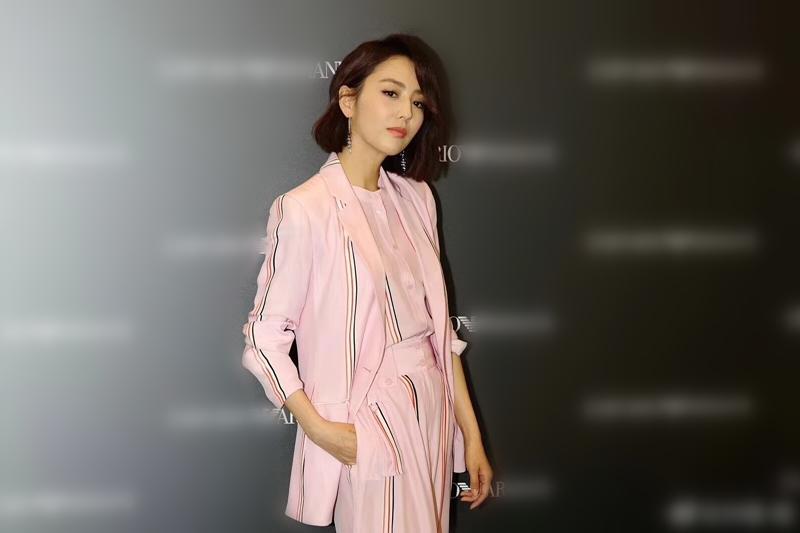 佟丽娅粉色西装 服饰潮流 图1