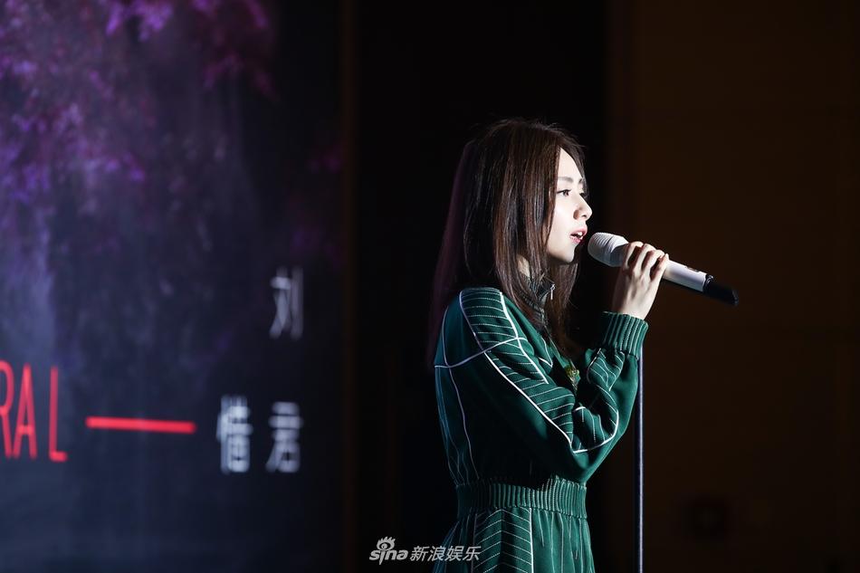 <br/>  1月17日消息,刘惜君发新专辑《如我》并在发布会现场首唱新歌,专辑由郭顶郑楠制作,许嵩陈洁仪等人VCR献上了祝福。
