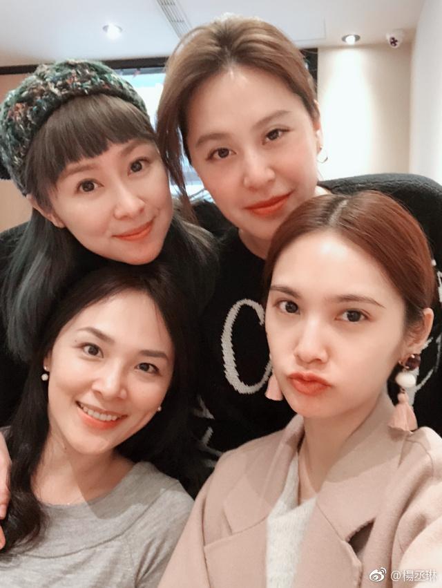 杨丞琳晒与4inlove成员合照引关注 组合昔日美照回顾